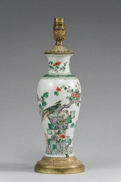 164. CHINE  Vase balustre en porcelaine à...