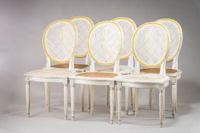 203. Suite de six chaises cannées en bois...