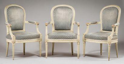 198. Suite de trois fauteuils à dossier raquette...