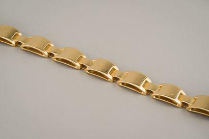 97. Elégant bracelet vintage en or jaune...
