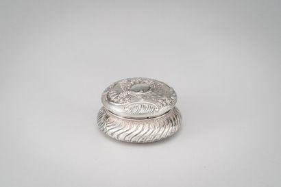 Bonbonnière en argent (950/1000e) à décor...