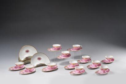 J. POUYAT et PILLIVUYT : Rare suite de douze tasses et leurs sous-tasses en porcelaine...