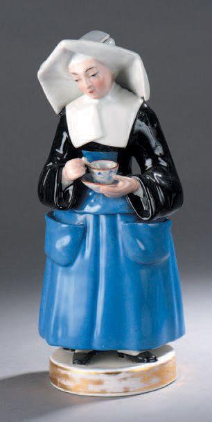 Paire de tisanières en porcelaine représentant...