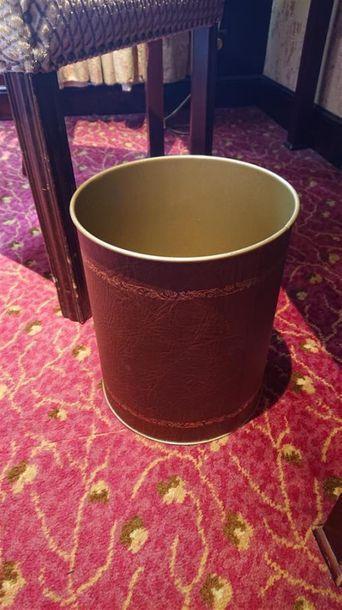 48 Poubelles cuivre, imitation cuir brun....