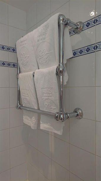 10 Porte-serviettes trois tubes en métal...