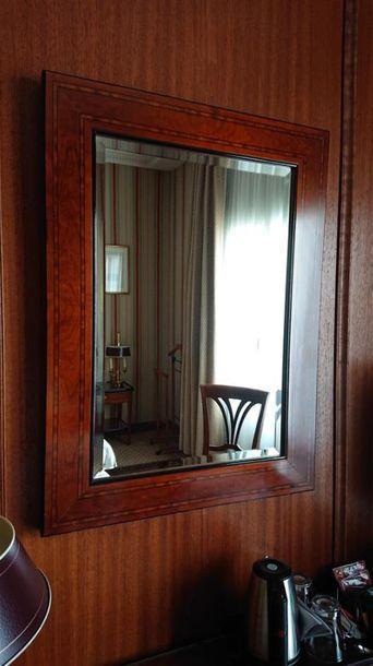 Miroir à décor de filets style anglais. 80...