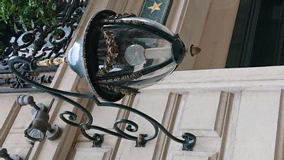 2 lanternes 1900 en forme de poire en bronze doré et patiné à décor de fleurs d'environ...