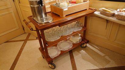 4 tables roulantes double plateaux en bois....