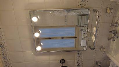 1 miroir Salle de bain avec étagère. 78 x...