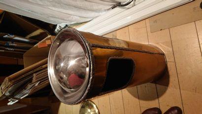 14 poubelles cendrier en laiton. H: 65 cm. D: 26 cm.