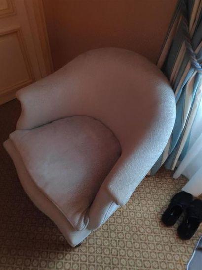 Deux fauteuils crapaud, tissu bleu. H: 78...