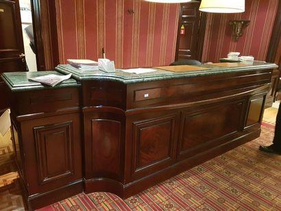 1 comptoir de réception bois acajou teinté,...