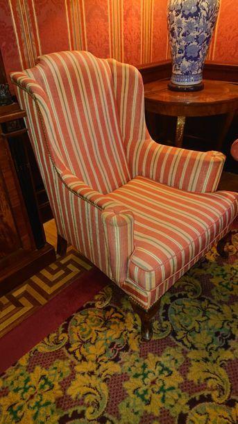 Suite de trois fauteuils confortables, tissu...
