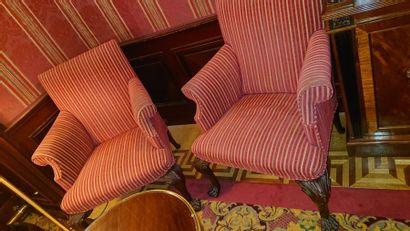 Ensemble de deux paires de fauteuils, l'une...