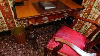 Bureau en bois de placage à un tiroir en...