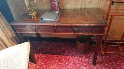 Bureau en bois teinté à deux tiroirs en ceinture,...