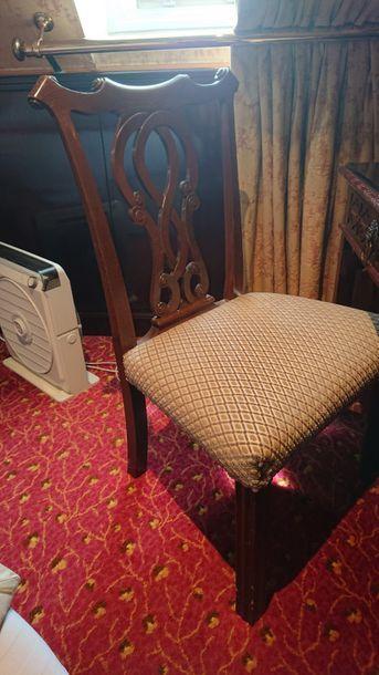 Large chaise en bois teinté, dossier à décor...