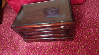 Table basse rectangulaire en bois verni simulant...