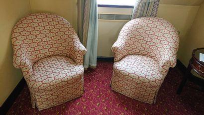 Paire de fauteuils crapaud, tissu jaune et...