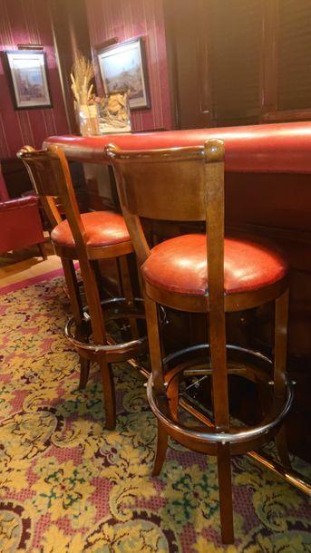 Quatre tabourets de bar à dossier, assise...