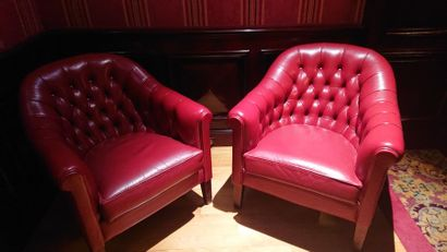 Paire de fauteuils Chesterfield cuir rouge....