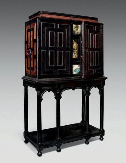 Cabinet en placage d'ébène, bois de violette...