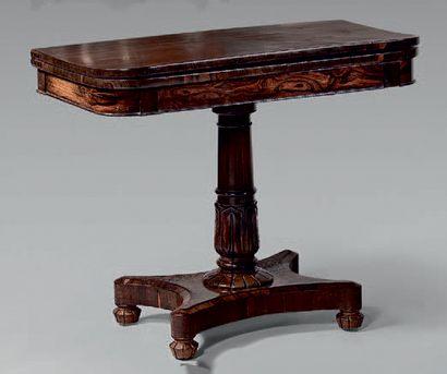 Table d'applique en palissandre à plateau...