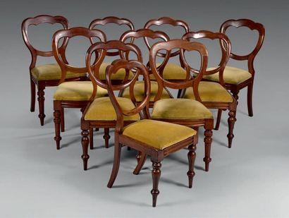 Suite de dix chaises à châssis en bois teinté...
