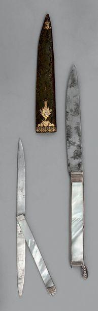 Couteau dit «à secret», la lame évidée, le...
