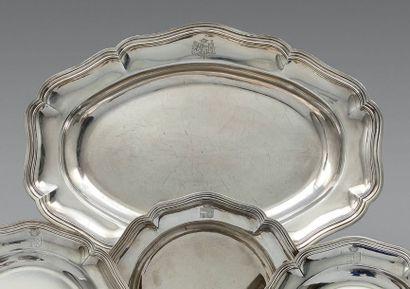 Plat ovale modèle filets contours, timbrés...