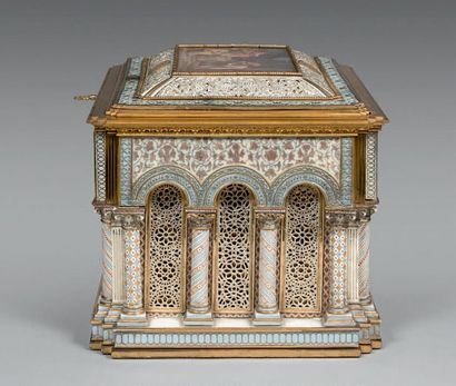 SÈVRES Coffret à bijoux dit coffret «roman» Modèle dessiné par Ferdinand Régnier...