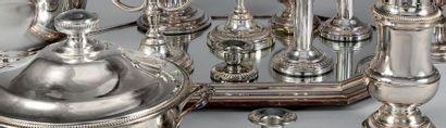 Centre de table en métal argenté de forme...