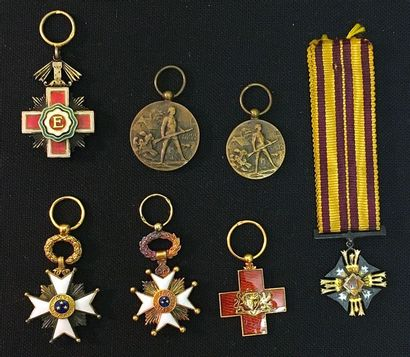 Pays baltes, lot de sept miniatures: - Estonie:...