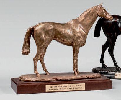 Statuette de cheval en bronze patiné doré,...