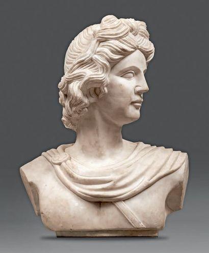 Buste d'Alexandre à l'antique en marbre blanc....