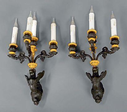 Paire d'appliques à quatre lumières en bronze...