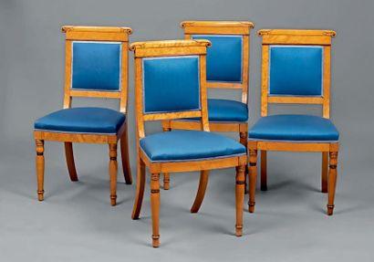 Suite de quatre chaises en placage d'érable...