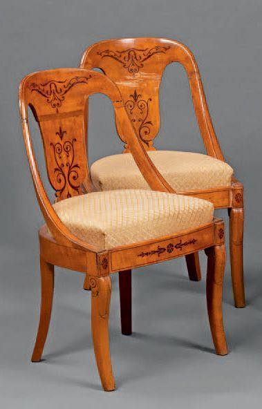 Paire de chaises gondoles à châssis à dossier...