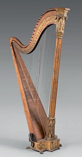 Harpe en placage de citronnier moiré marqueté...