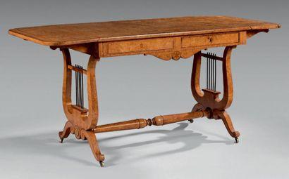 Table bureau à volets en placage de frêne...