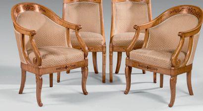 Paire de fauteuils gondole à dossier cintré...