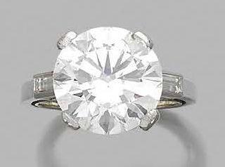 Bague en platine 850 millièmes, sertie d'un diamant rond de taille brillant entre...