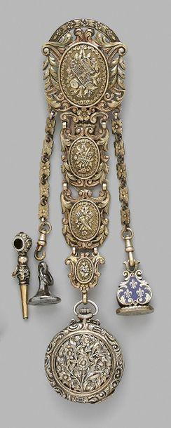 Châtelaine en vermeil à quatre motifs décorés...