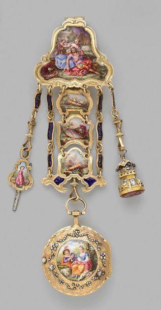 Châtelaine en or ornée au centre de motifs émaillés en polychromie à décor d'attributs...
