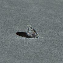 -Diamant rond de taille brillant sur papier....