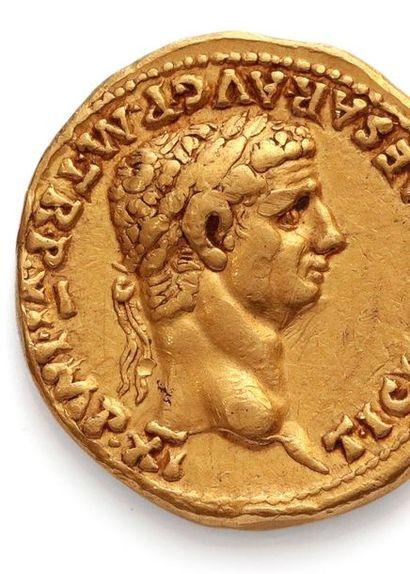 CLAUDE (41-54) Auréus. Lyon (41-42). 7,72 g. Sa tête laurée à droite. R/ La Paix...