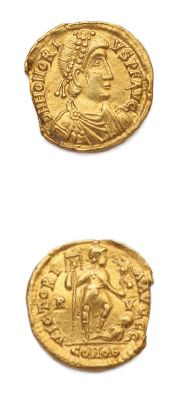Solidus. Ravenne (402-406). 4,31 g. Son buste...