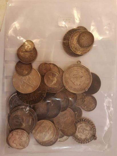Lot de 54 monnaies françaises et étrangères...