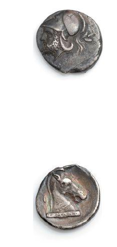 RÉPUBLIQUE: Didrachme d'argent (280-275 av. J.-C.). 7,19 g. Tête casquée de Mars...