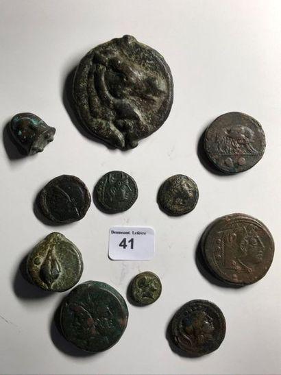 10 bronzes variés: dupondius - triens (280-269 av. J.-C.) - once (280-269 av. J.-C.)...